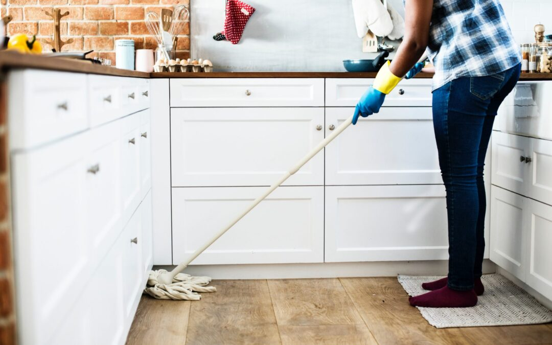 How To Choose And Care For A Good Dust Mop
